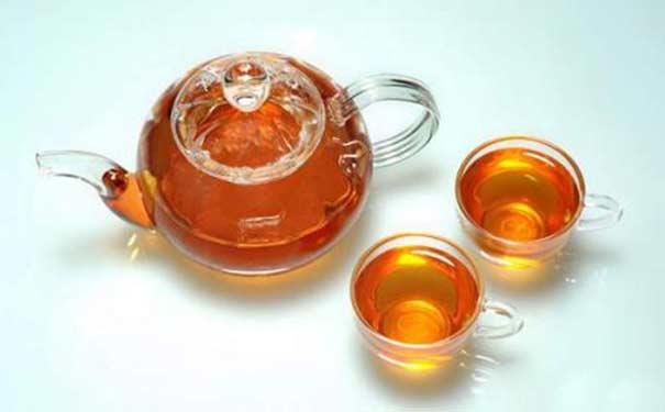 立顿红茶的泡法有多种,跟牛奶或蜂蜜搭配效好