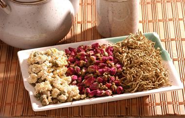 红枣枸杞玫瑰花茶的泡法