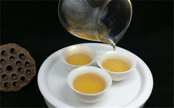 泡滇红茶用多少度的水