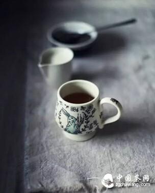 你的茶凉了,我再去给你续上,你便知那人是我