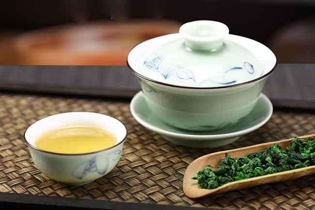 铁观音用茶壶还是盖碗,哪个更好?