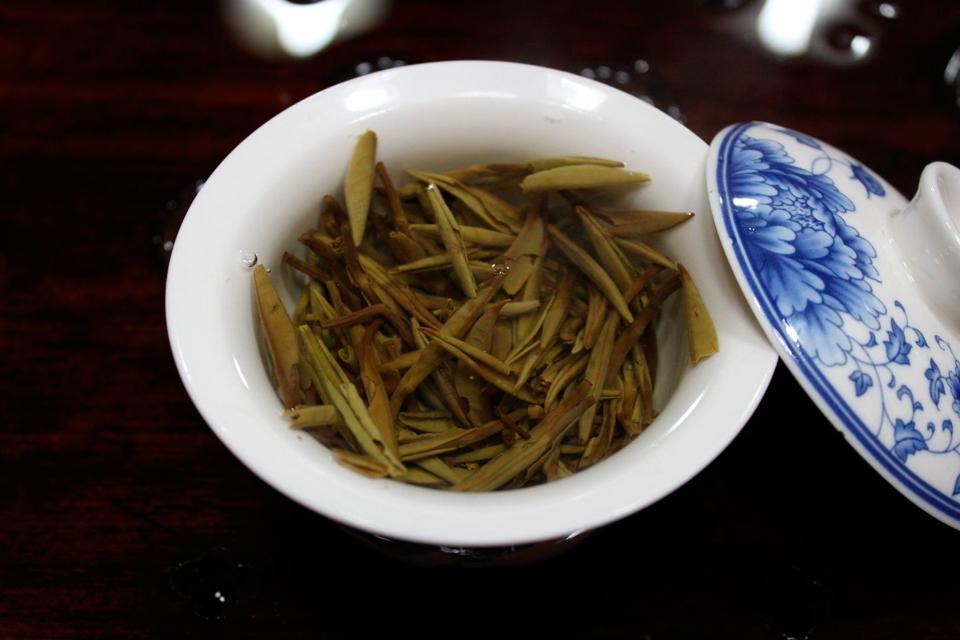 安吉白茶和白片的辨识