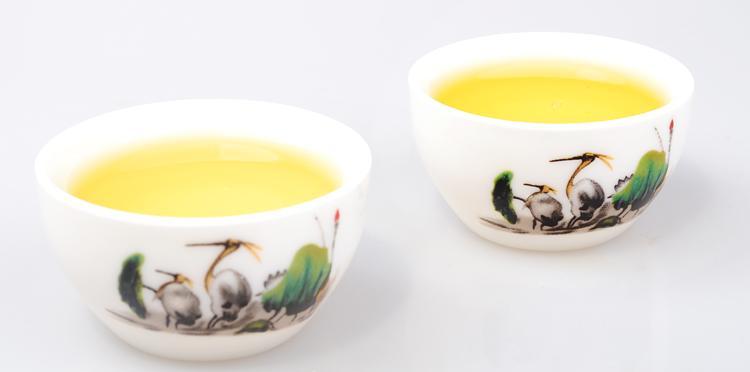 茶叶的选购注意看形闻香尝味观色