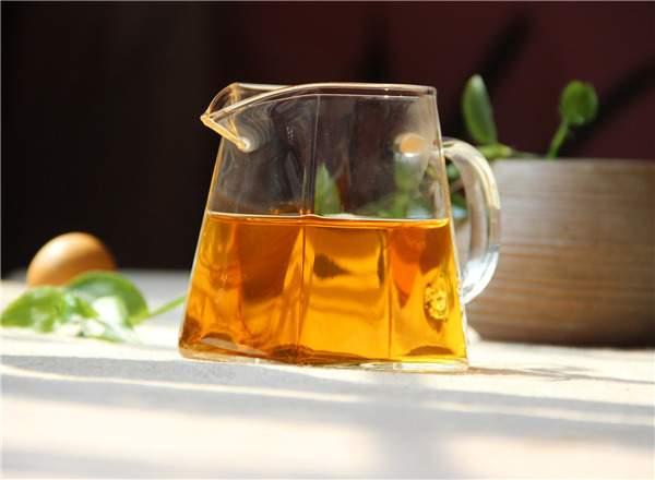 为什么有些红茶偏甜、偏醇,刺激性很强?