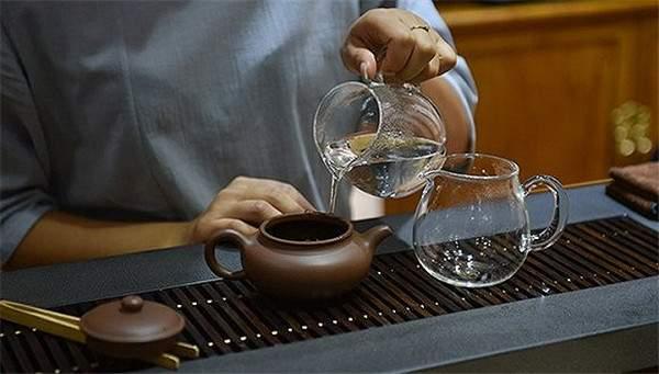 不同紧压密度的普洱茶,应该如何冲泡?
