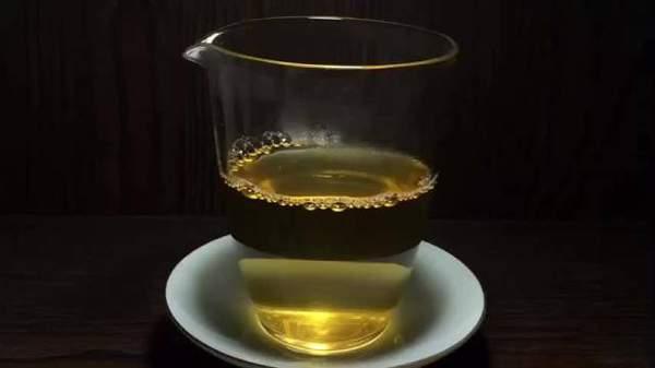 普洱茶冷后浑是怎么回事,茶汤浑浊是什么原因造成的?