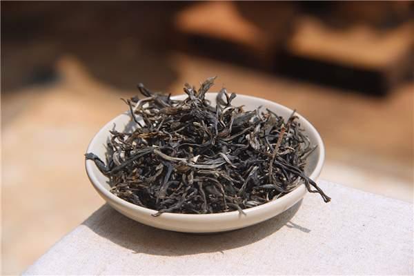官员与富豪喜欢喝古树普洱茶的真相!