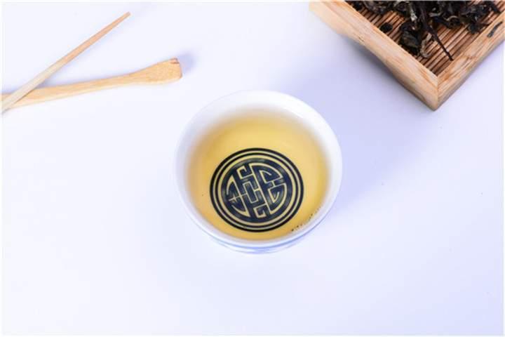 普洱熟茶和生茶最常见的汤色对比
