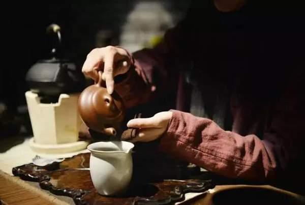 高手对决:这些倒茶法,你会吗?