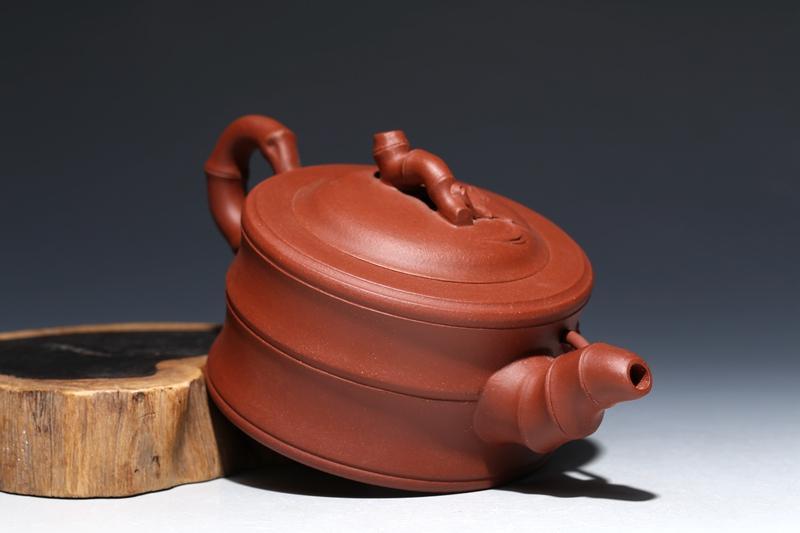 曼生铭紫砂竹节壶给人一种欣欣向荣的感觉