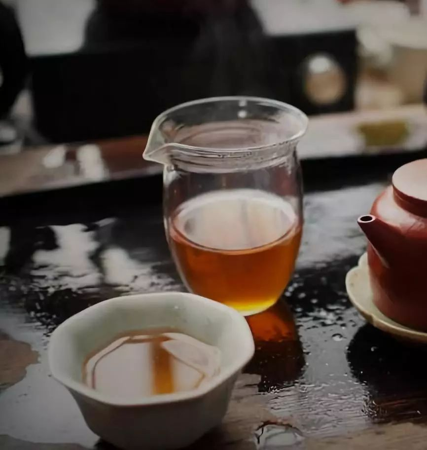 茶的饮用价值提升了我们的生活质量,茶保健价值提升了我们的健康水平,茶的文化价值提升了我们的人格魅力