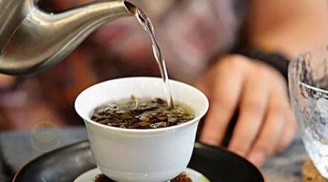 茶艺师泡茶技巧:学会险中求稳急中站稳!