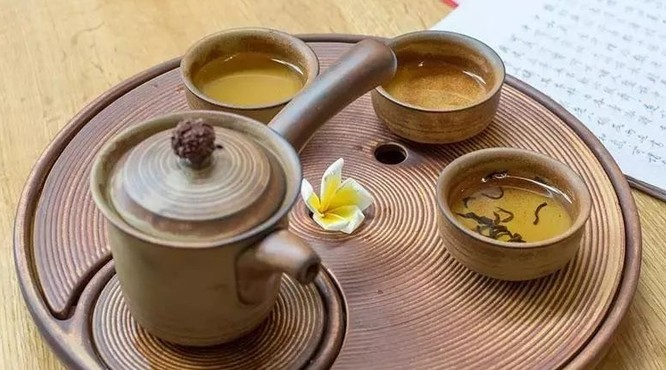 8种喝茶习惯把你的胃毁了,看你占了几条?