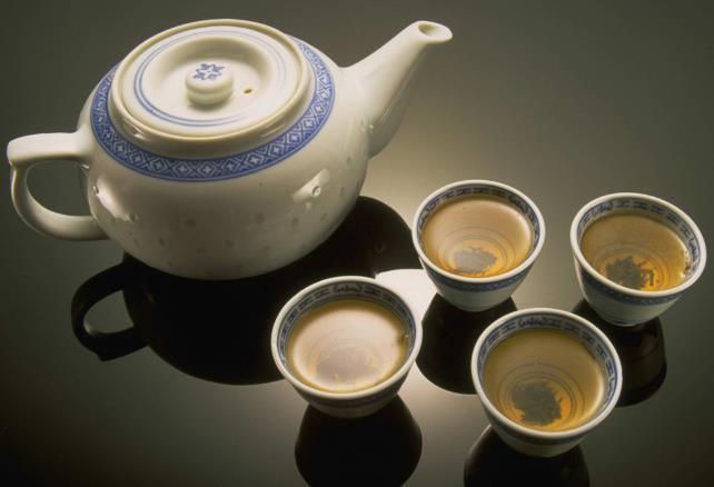 祁门红茶的饮用人群该茶适合老人喝吗