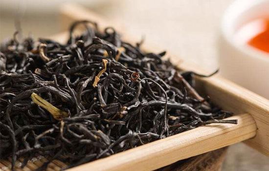祁门红茶泡是什么颜色祁门红茶的味道特点