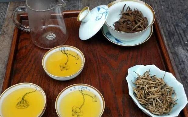 用什么样的茶具泡滇红茶好
