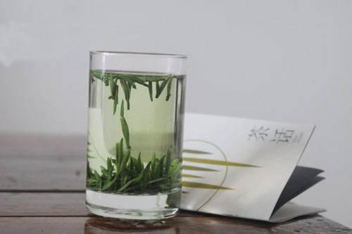 夏天喝竹叶青茶好处多