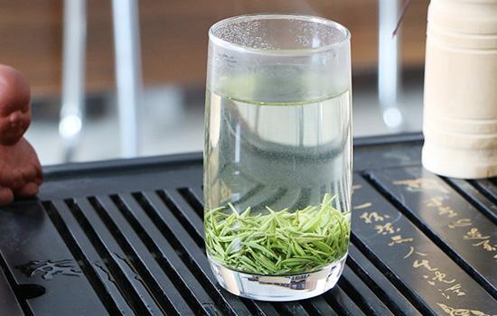 谁是绿茶中的王者信阳毛尖和西湖龙井谁好喝