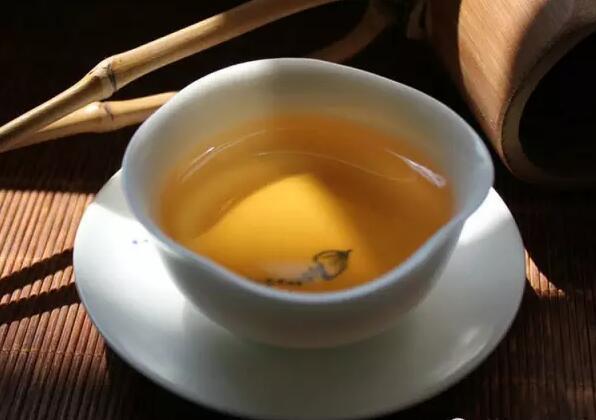 普洱生茶為什么不能用開水沖泡?