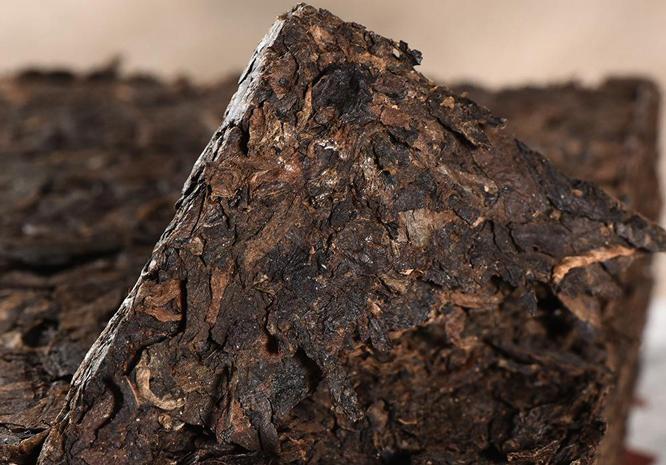 普洱茶砖出现异物,这能说明普洱熟茶真的脏吗