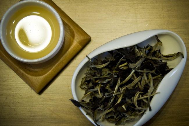 该如何区分普洱茶的新老、生熟、干湿