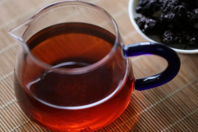 喝黑茶的这些好处与坏处看到都惊呆了