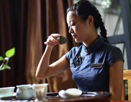 冻顶乌龙茶调养脾胃,消脂减肥功效与作用
