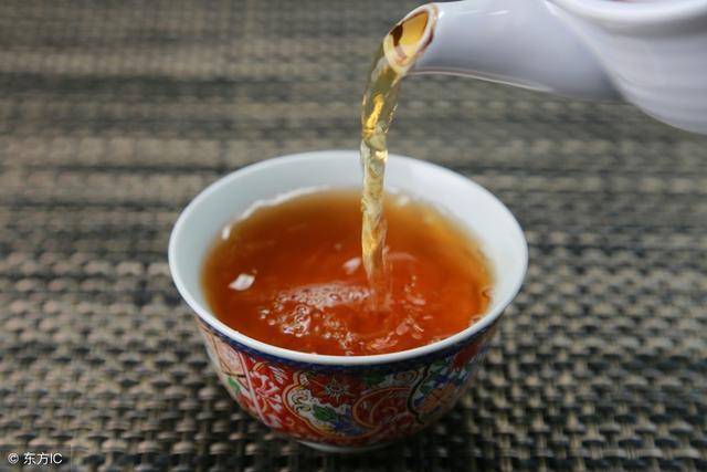 四招教您判别中期茶的存放价值