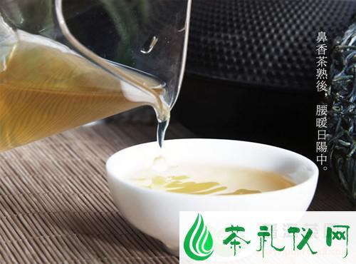 普洱茶是一种无污染纯天然的绿色保健茶