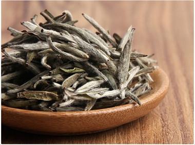 喝白毫银针茶有什么好处?