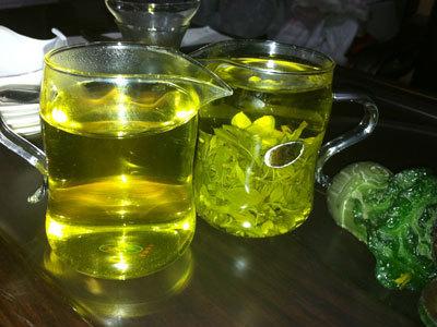 信阳毛尖是绿茶,具有绿茶的特色