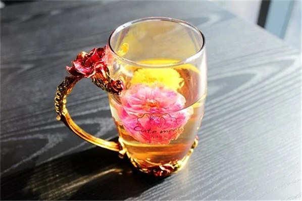 玫瑰茄花茶泡水喝的功效与禁忌