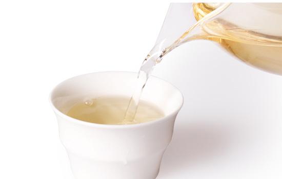 白牡丹茶的汤色特点