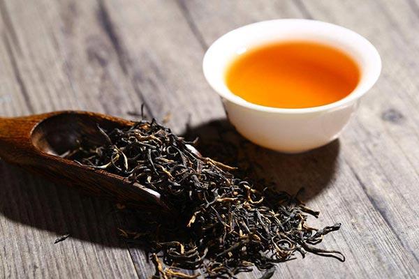 泡红茶的合适水温是多少?